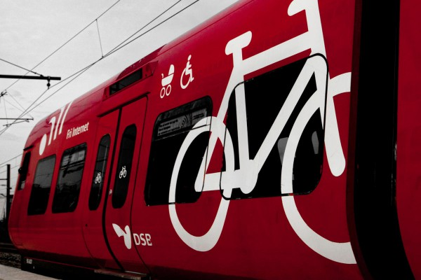 bicycle_on_s-train