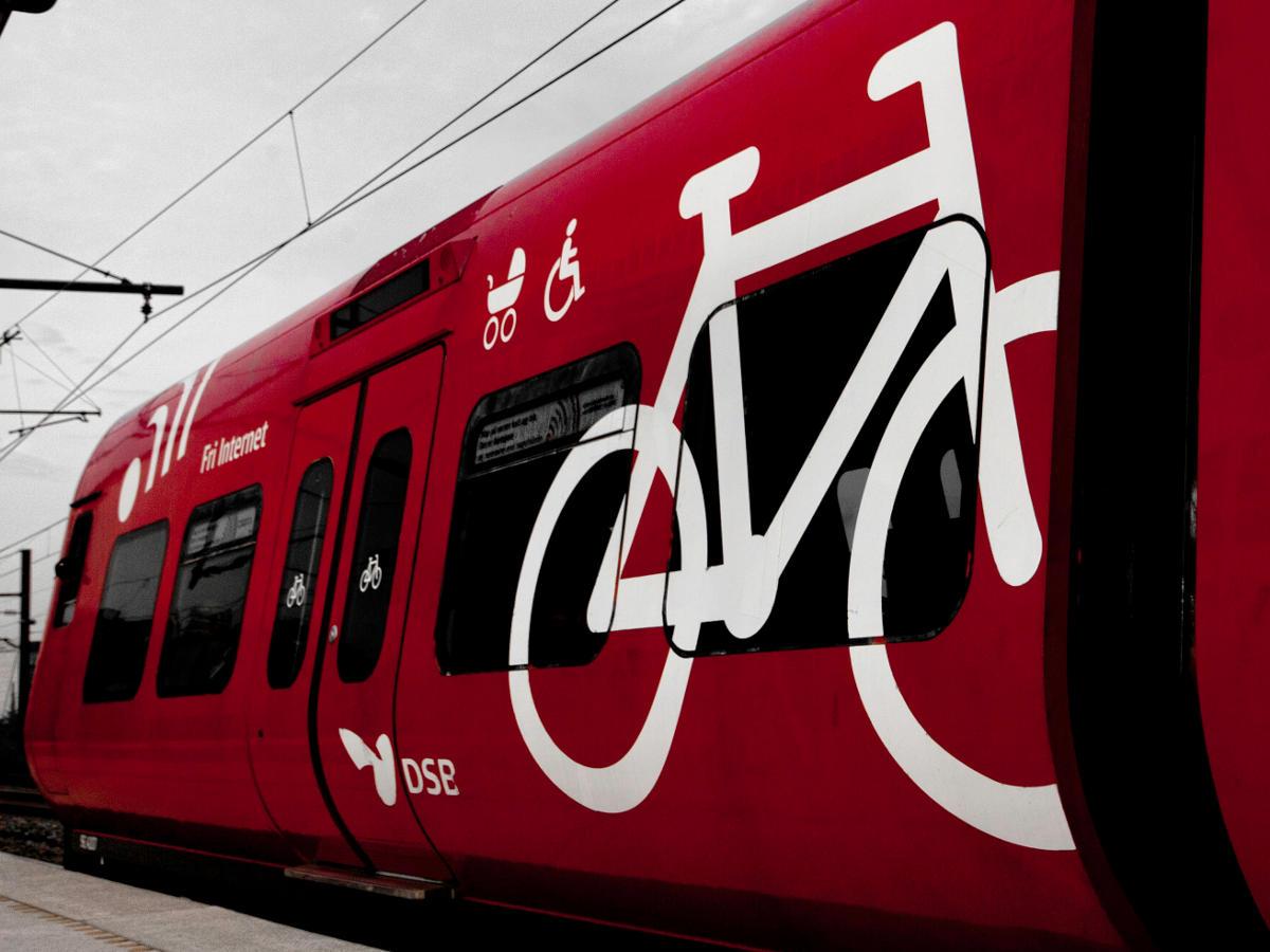 Как перевозить велосипед в общественном транспорте и как покупать билеты?
